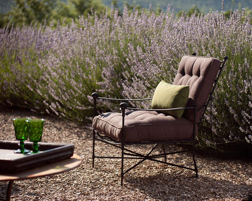 The classic garden armchair horizontal 1
