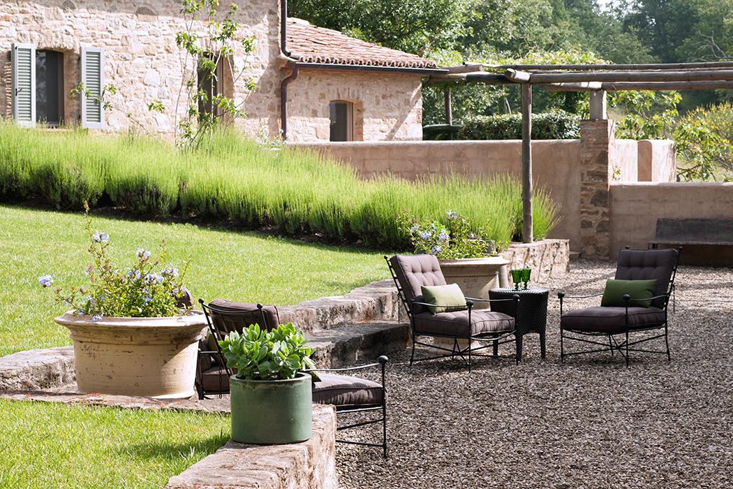 The classic garden armchair horizontal 2