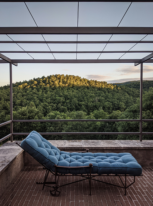 The classic garden chaise longue horizontal 3