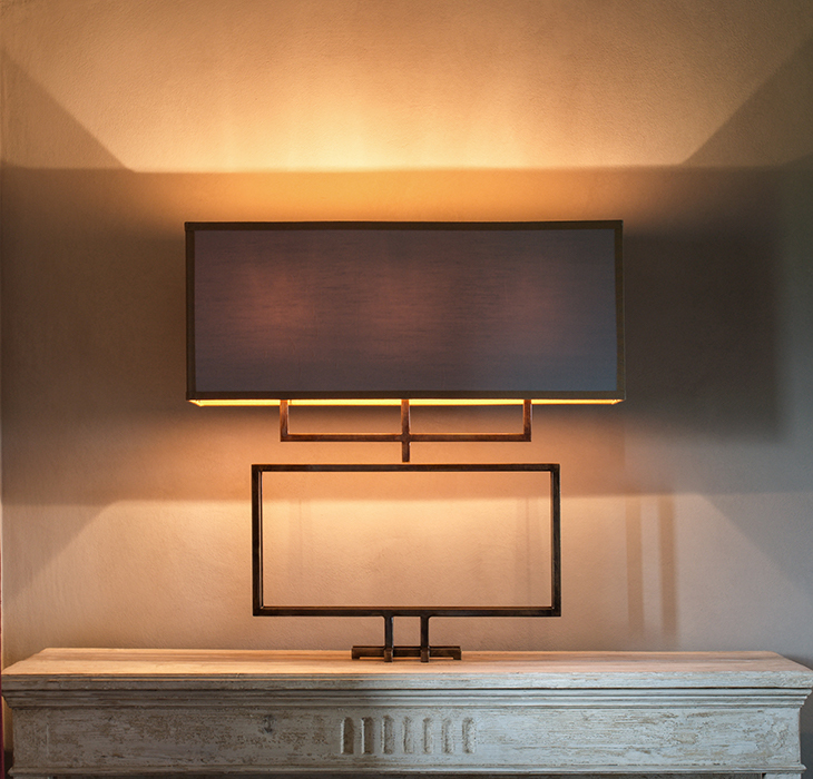 The claw table lamp horizontal 1