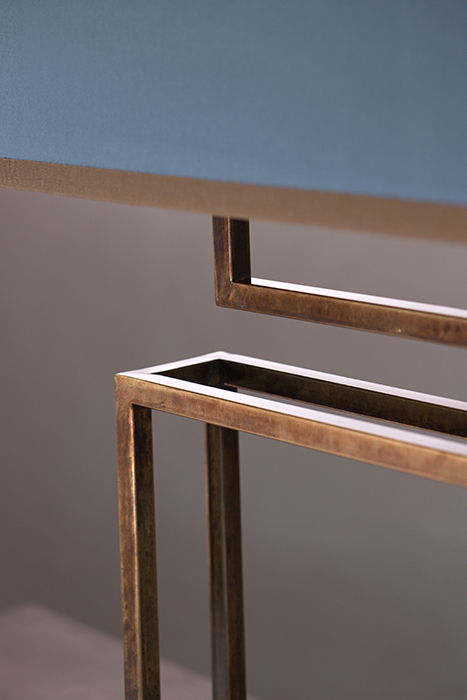 The claw table lamp horizontal 2