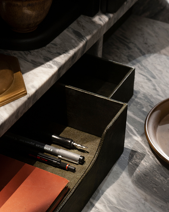 The dressing table horizontal 1