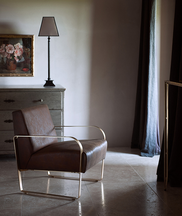 The leather armchair horizontal 2