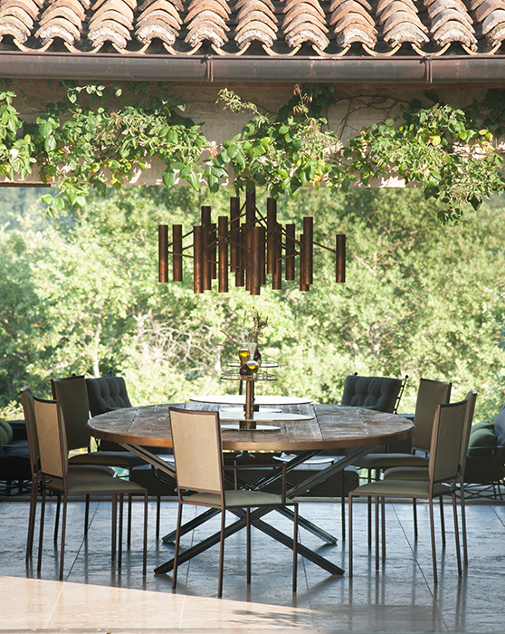 The oval dining table horizontal 4