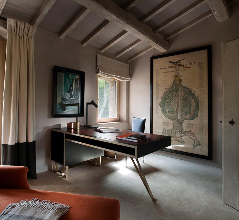 The writing desk horizontal 3
